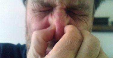 Почему моча у мужчин может резко и плохо пахнуть, причины вони