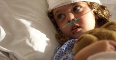 Почему у ребенка красноватая моча, причины для новорожденного
