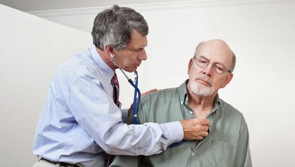 Осмотр терапевтом пациента