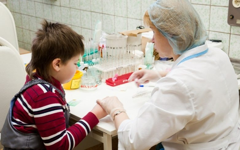 Кровь с пальца у ребенка