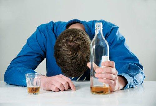 Алкоголизм и неприятный запах мочи