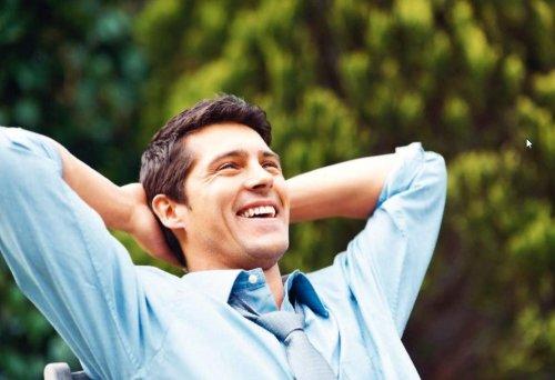 Здоровый мужчина в хорошем расположении духа
